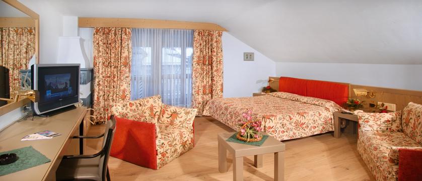 italy_dolomites_campitello_park-hotel-rubino_gold-room.jpg